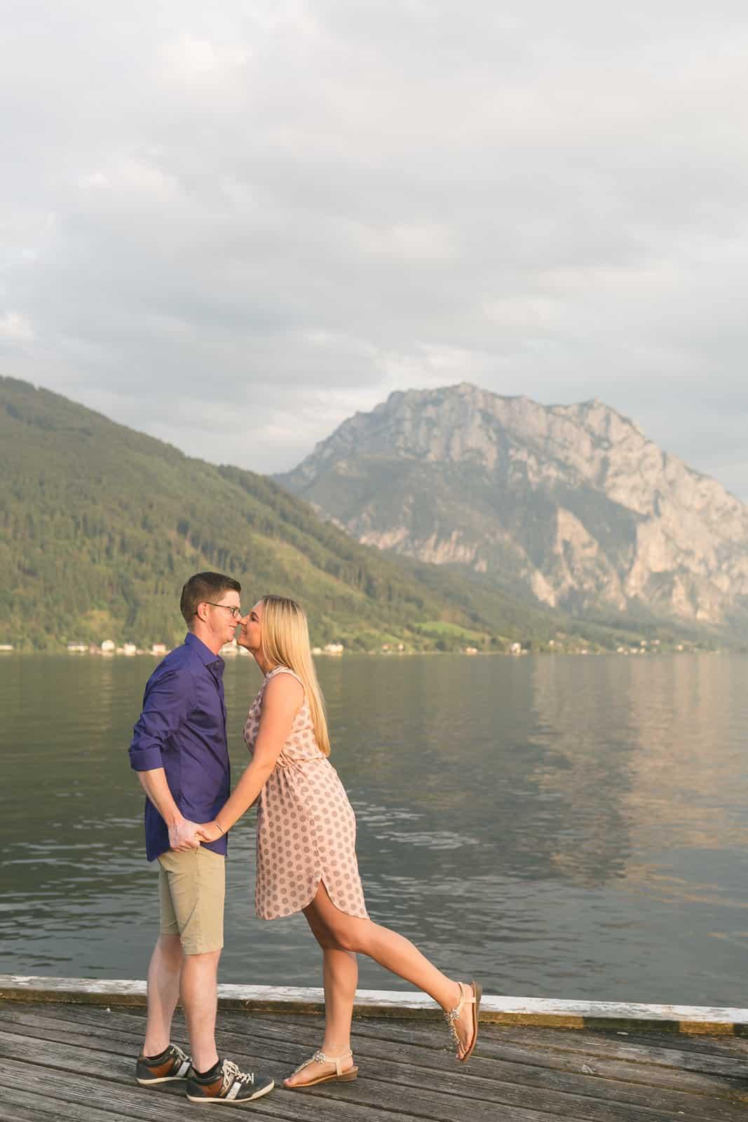 sunset_engagement_shooting_paarfotos_couplesession_engagement_verlobungsfotos_hochzeitsfotos_hochzeitsfotografin_traunsee_gmunden_oberoesterreich-christiane-eckl